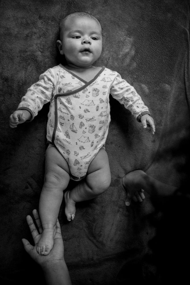 shooting photo bebe enfant noir et blanc photographe normandie