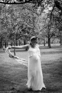 La femme enceinte au foulard