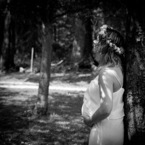 Leslie sous les arbres à Colleville, shooting bohème