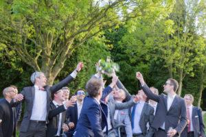 Les célibataires attrapent le bouquet de la mariée, Coutances , mai 2017
