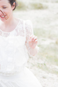 Photo de détails, la mariée et son sourire, mai 2017