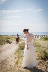 Barbara sur la plage et la cavalière et son cheval, sur la plage en mai 2017