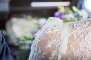 La sublime dentelle de la robe de mariée de Barbara, mai 2017