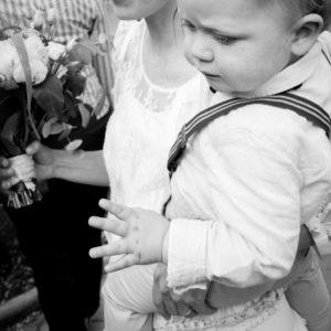 Elliott en dit parisien pour le mariage de ses parents mai 2017