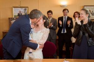 Les mariés se sont dit oui, ils s'embrassent, mai 2017