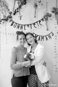 agathe et valaerie sa maman pendant le shooting fête des mamans fecamp 2017 photo noir et blanc magasin sibellule