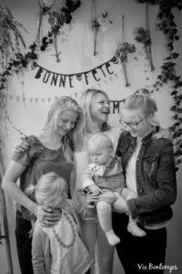 emilie et ses enfants pendant le shooting fête des mamans fecamp 2017 photo noir et blanc magasin sibellule