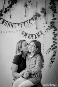 angélique et jade pendant le shooting fête des mamans fecamp 2017 photo noir et blanc magasin sibellule