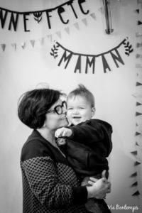 celine et son fils jules pendant le shooting fête des mamans fecamp 2017 photo noir et blanc magasin sibellule