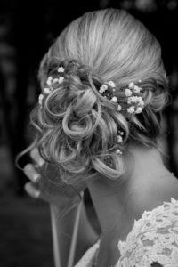 la coiffure de la mariée du joli mariage d'elodie et clément en normandie