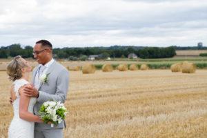 photo de couple du mariage d'élodie et clément joli mariage normand