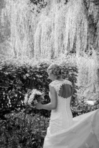 la jolie robe de mariée d'élodie vue de dos joli mariage normand