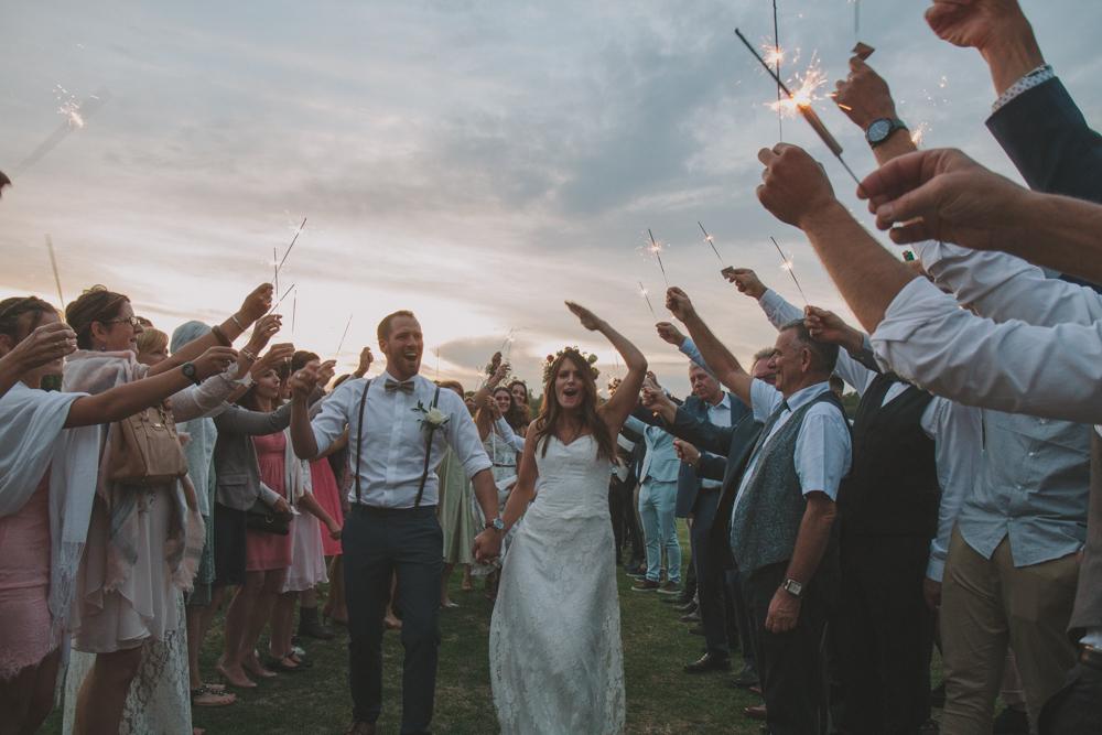 photographe mariage normandie entrée mariés