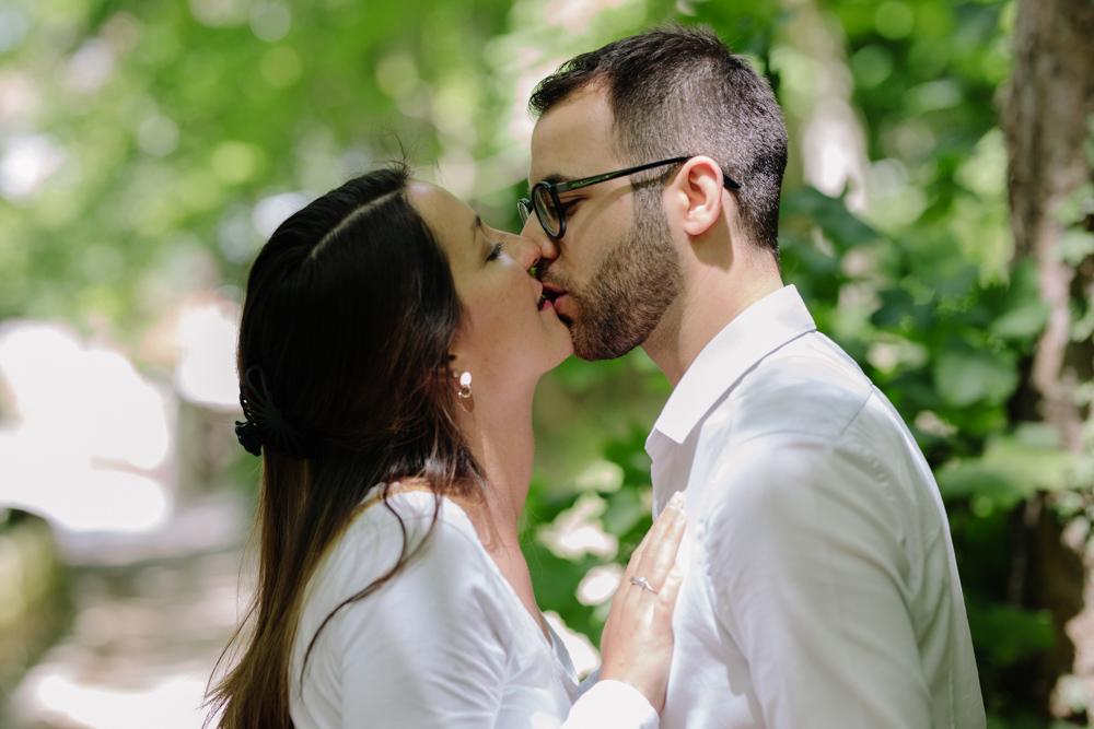 photographe de mariage en normandie Etretat la séance photos engagement