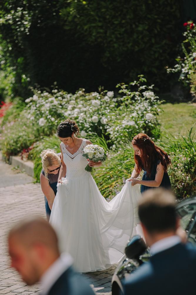 photographe de mariage en Normandie Le Havre avant l'église