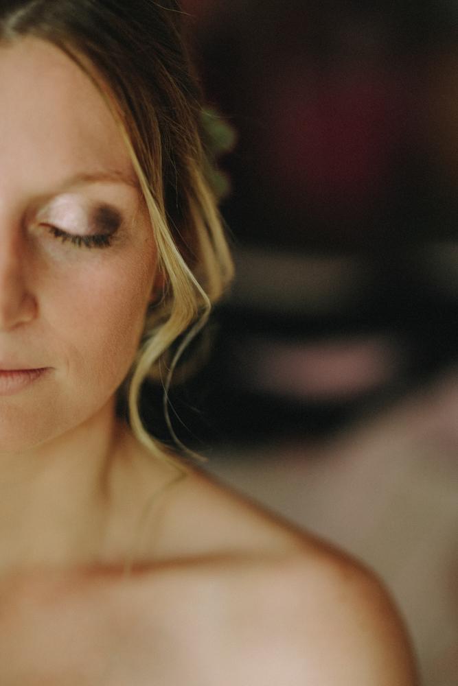 photographe de mariage à Etretat en Normandie maquillage