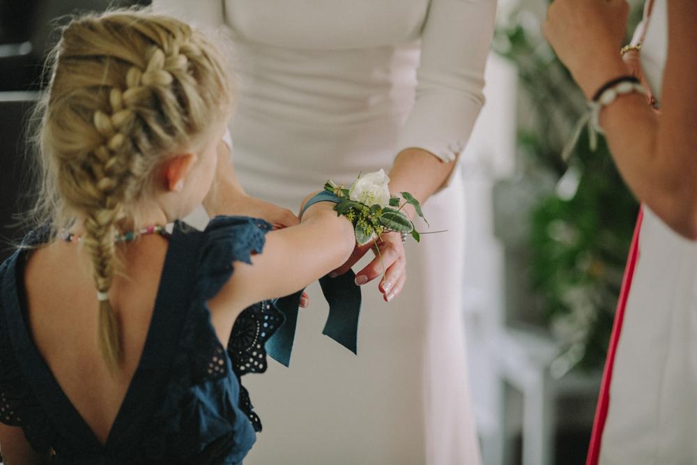 photographe de mariage à Etretat en Normandie bouquet