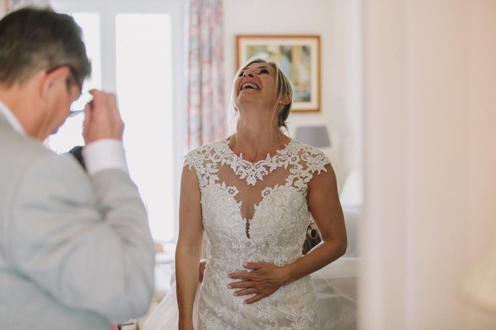 photographe de mariage à Honfleur en Normandie rire