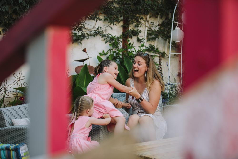 photographe de mariage à Honfleur en Normandie rire enfants